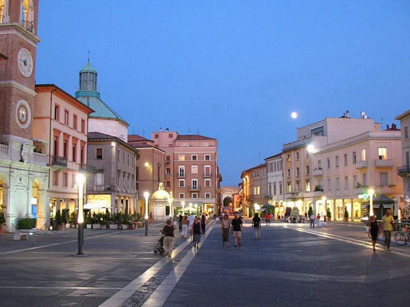 Курортный город Римини лежит