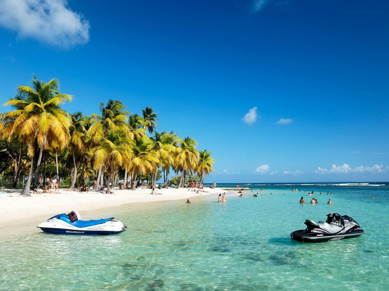 guadeloupe history A short history of guadeloupe the first recorded inhabitants in the history of guadeloupe were arawak indians, a peaceful and civilized tribe carib (caraibe or karib) warriors, a wild cannibalistic tribe, moved in on the arawaks and killed them all.