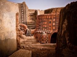 Буркина-Фасо - Дома из грязи в деревне Тиебеле