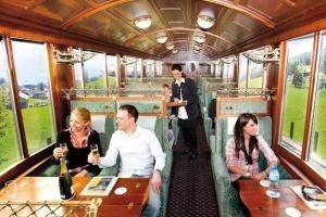 В Швейцарии туристам предлагают проехать на Сырном поезде